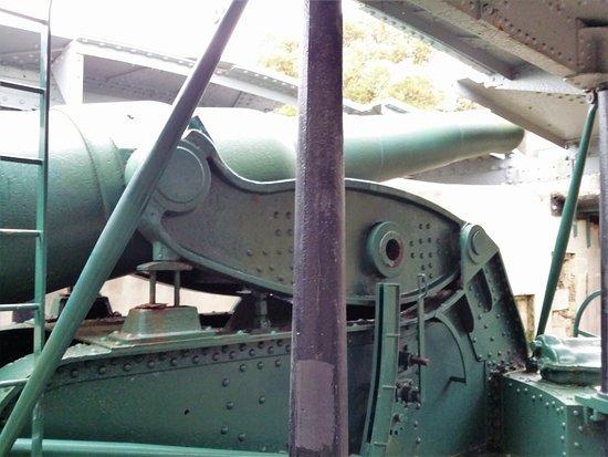 Devonport, Nueva Zelanda: Disappearing gun from below in gun pit