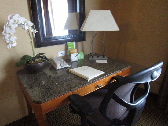 La Quinta Inn & Suites Twin Falls: Good desk.