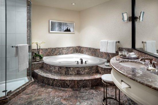 Loews Hotel Vogue: Guest bathroom6