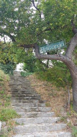 Podstrana, Croacia: Steep path to ocean