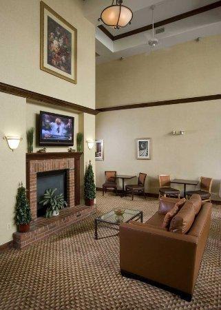 Cranford, Nueva Jersey: Lobby Fireplace