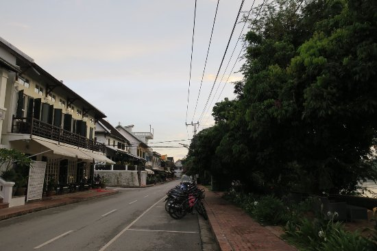 The Belle Rive Boutique Hotel: Front of hotel and street