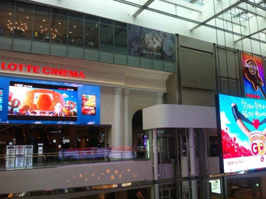Seoul, Sydkorea: Lotte Cinema 5th floor with Hard Rock Cafe