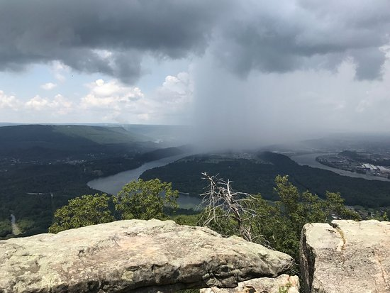 Lookout Mountain, TN: Point Park - watching the rain move in
