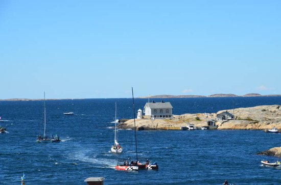 Nautic Hotell Marstrand: always something to see from our bedroom window