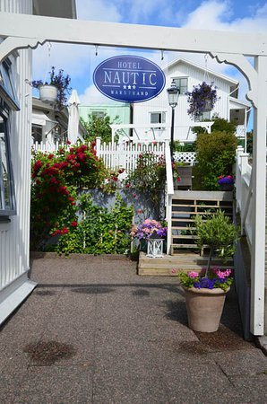 Nautic Hotell Marstrand: attractive entrance to hotel
