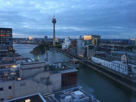 Blick Durch Das Panoramafenster In Richtung Fernsehturm Und