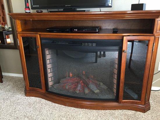 Depoe Bay, OR: Goofy but amusing fake fireplace,