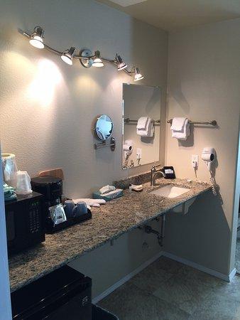 Inn at Arch Rock: Bathroom counter outside bathroom.