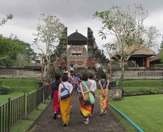 Mengwi, Indonesia: いよいよ中に入ります。