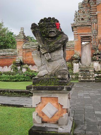 เมือง Mengwi, อินโดนีเซีย: 彫刻もきれいです。