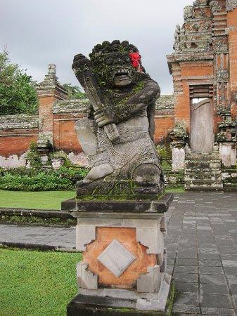Mengwi, Indonezja: 彫刻もきれいです。