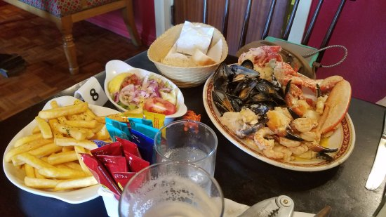Portmagee, Irlanda: The seafood platter was great