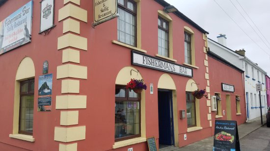 Portmagee, Irlanda: The bar from outside