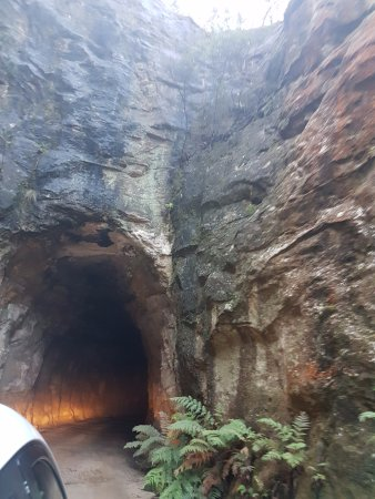 Lithgow, Australia: There are a few tunnels on the way to the national park