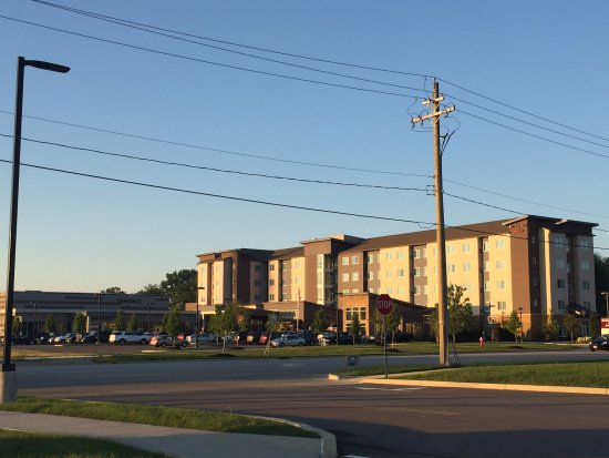 Avon, OH: Late afternoon view of hotel and conference center
