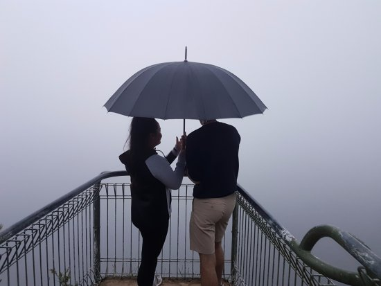 Leura, Australia: golf link lookout (consumed by clouds)