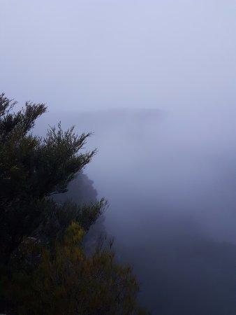 ลูรา, ออสเตรเลีย: golf link lookout (clouds about to consume the view)