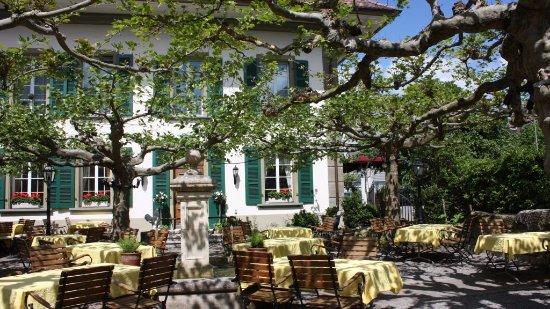 Liebefeld, Ελβετία: Gemütlicher Garten mit Gourmet Küche!