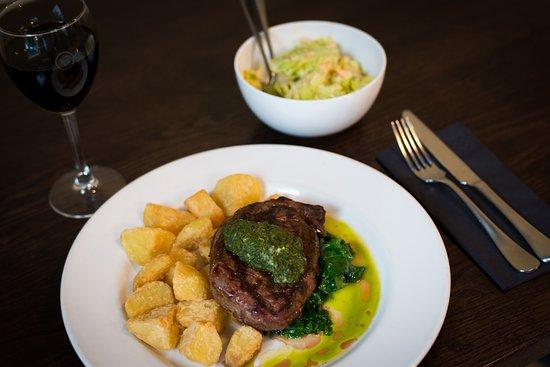 Havelock North, Νέα Ζηλανδία: Scotch fillet steak, bacon fat potatoes, chimichurri, cos side salad