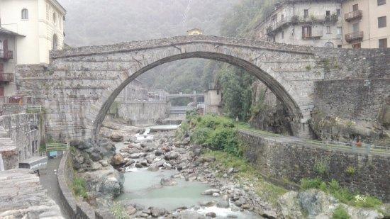 Pont-Saint-Martin, อิตาลี: In tutta la sua bellezza