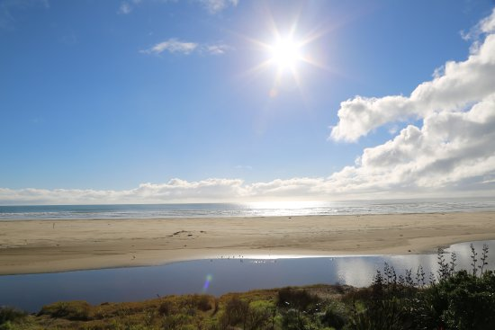 Ahipara, New Zealand: Looking West!