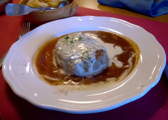 Dambach-la-Ville, France: Fleischknepfle sauce au Munster