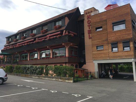 Hotel Le Menestrel: Excelente hotel en la mejor ubicación. A 5 minutos caminando al centro del pueblo. Nos encantó e