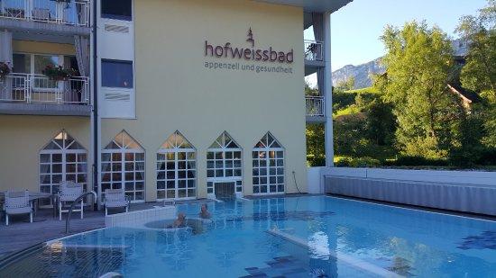 Weissbad, Schweiz: Aussenpool mit Massagedüsen