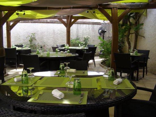 La Ferte-Imbault, Fransa: Notre terrasse pour les beaux jours