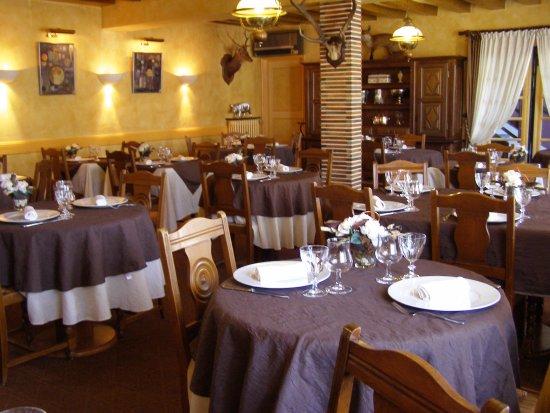 La Ferte-Imbault, Francja: La salle de restaurant
