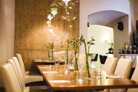 Hotel Golden Deer: Prostor snídaní v Erawan Prague/ Breakfast in Erawan Prague