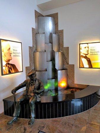 H4 Hotel Residenzschloss Bayreuth: Schmuck in den Lobby