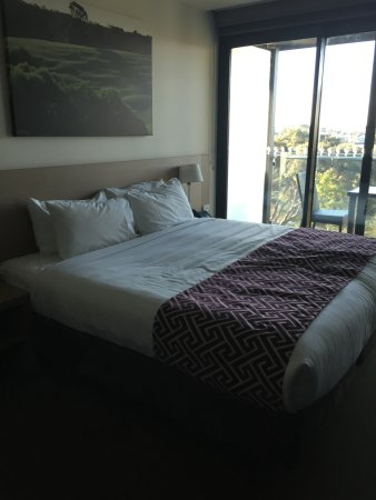 Portsea, Australien: Room with king bed and balcony