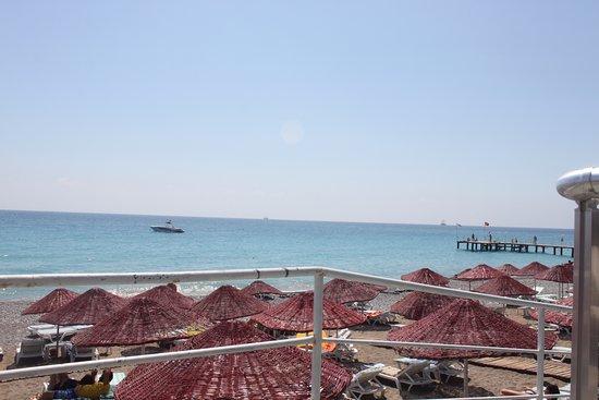 Holiday Garden Resort: plaj manzarası