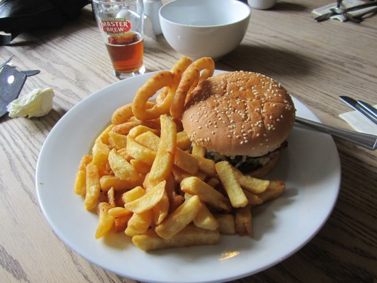 Charing, UK: WAGON BURGER