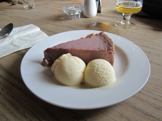 Charing, UK: CHEESE CAKE AND ICE SCREAM