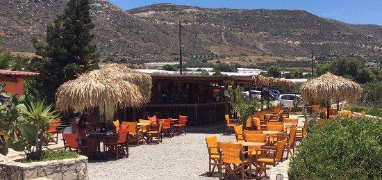 """Hotel Golden Sun : Strandbar """"Orange-Blue"""", über dem Strand gelegen, herrlicher Ort zum Entspannen"""