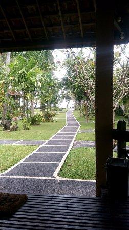 Mascot Beach Resort: the way to the beach
