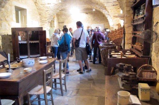 Musee de la Chataigneraie: Collection de meubles et outils anciens autour du Châtaignier