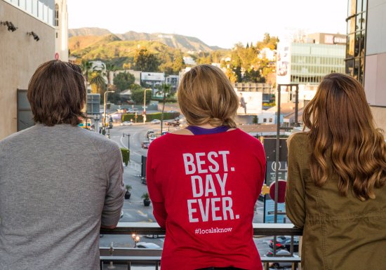 Los Angeles Urban Adventures : Getting a view of the Hollywood sign.