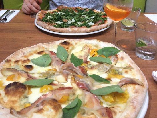 Galashiels, UK: Delicious pizzas