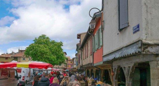 Place de Mirepoix avec le marché