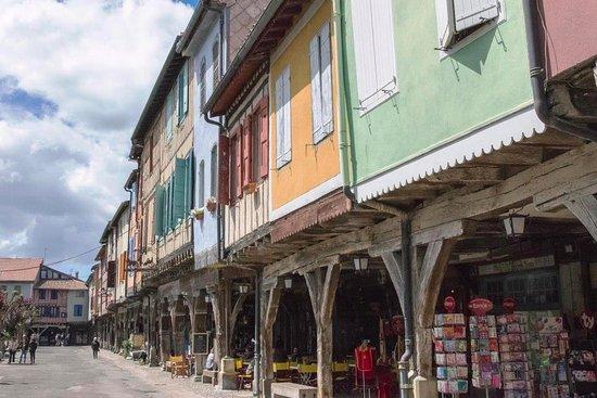 Place de Mirepoix sans le marché