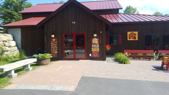 """Sugar Hill, NH : Front entrance of the """"new"""" Pollys"""