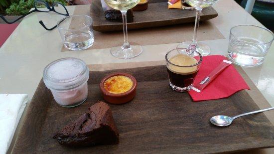Mirande, Prancis: le bon café gourmand