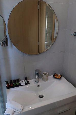 Nefeli Hotel: Zimmer 275. Waschbecken.