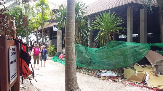 Railay Bay Resort Spa Dangerous Works Are Being Done In The Pool And Restaurant