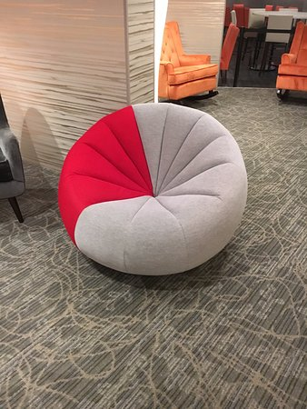 Radisson Hotel Cincinnati Riverfront: Austin Powers Furniture In Lobby