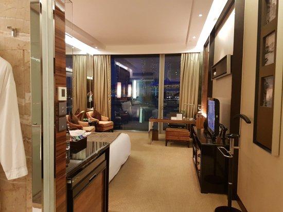 The Fullerton Bay Hotel Singapore: 20170718_193407_large.jpg